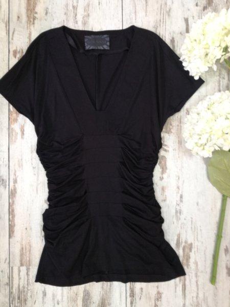 Блуза с набори в черно